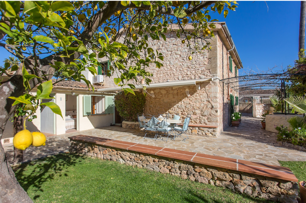 CHARMING VILLAGE HOUSE IN ES CAPDELLA